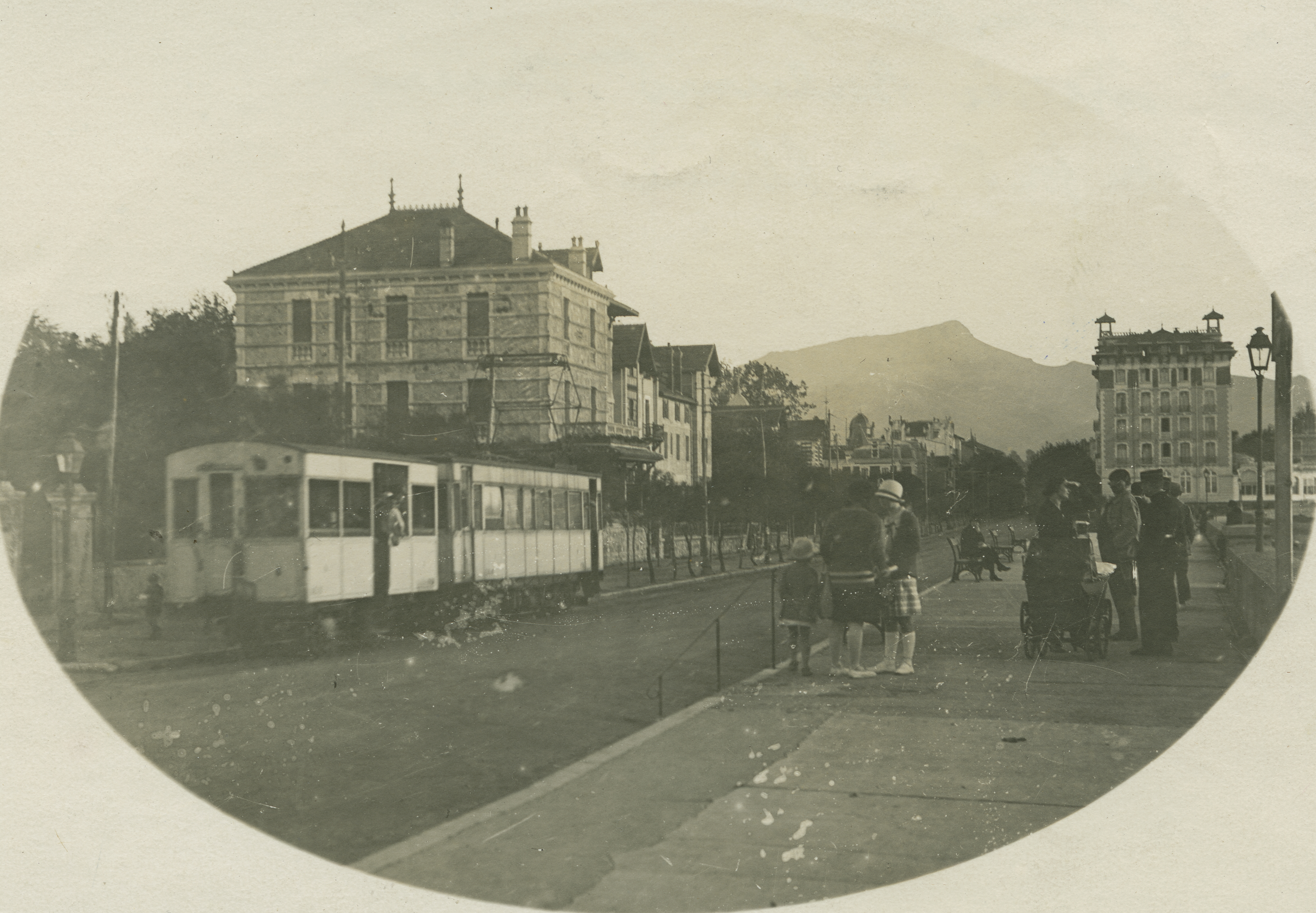 Avant Après #3 Côte Basque_Le Tramway V.F.D.M. à Saint Jean de Luz