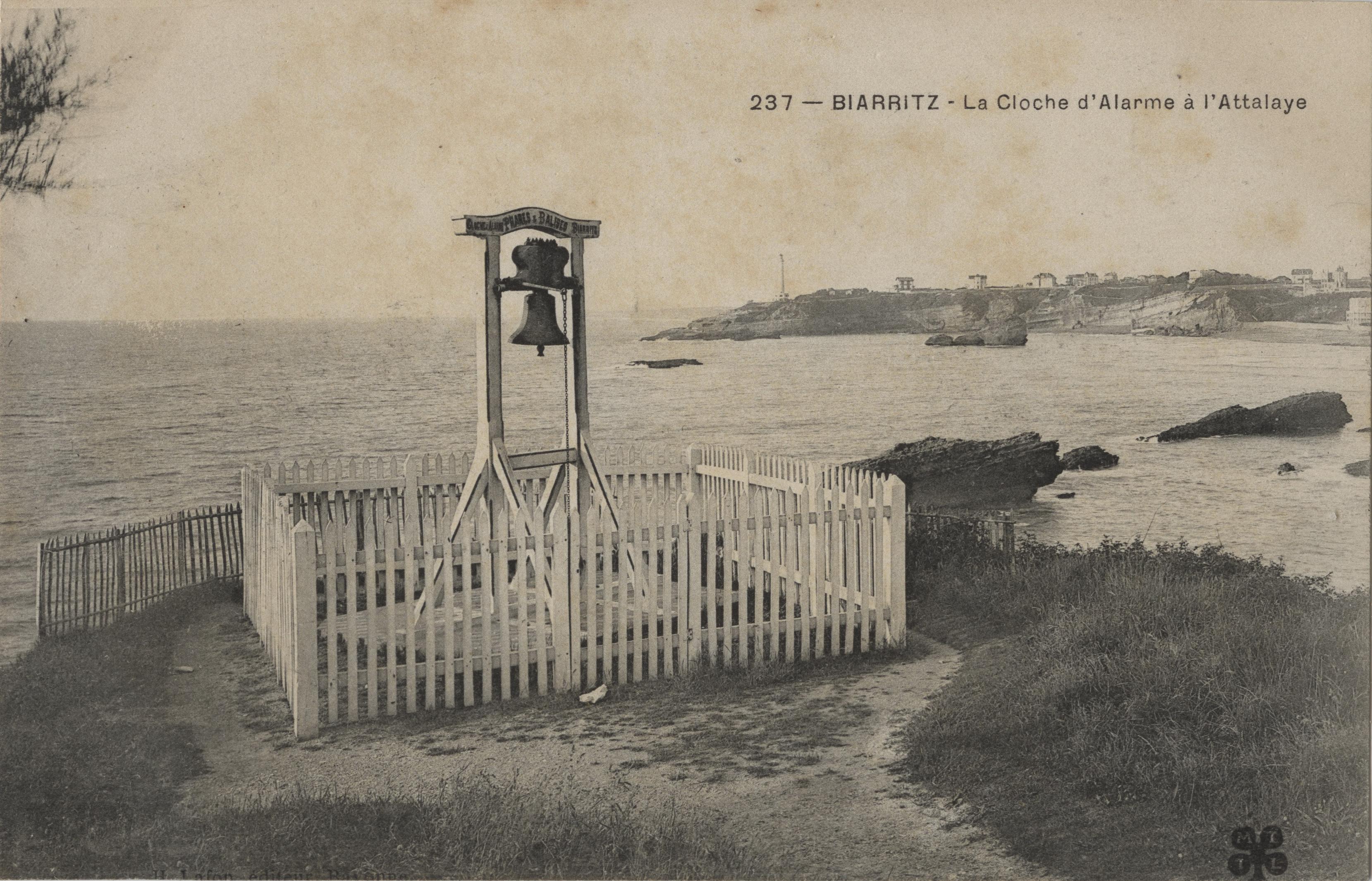 Avant Après #3 Côte Basque_Biarritz La cloche d'alarme à l'Atalaye