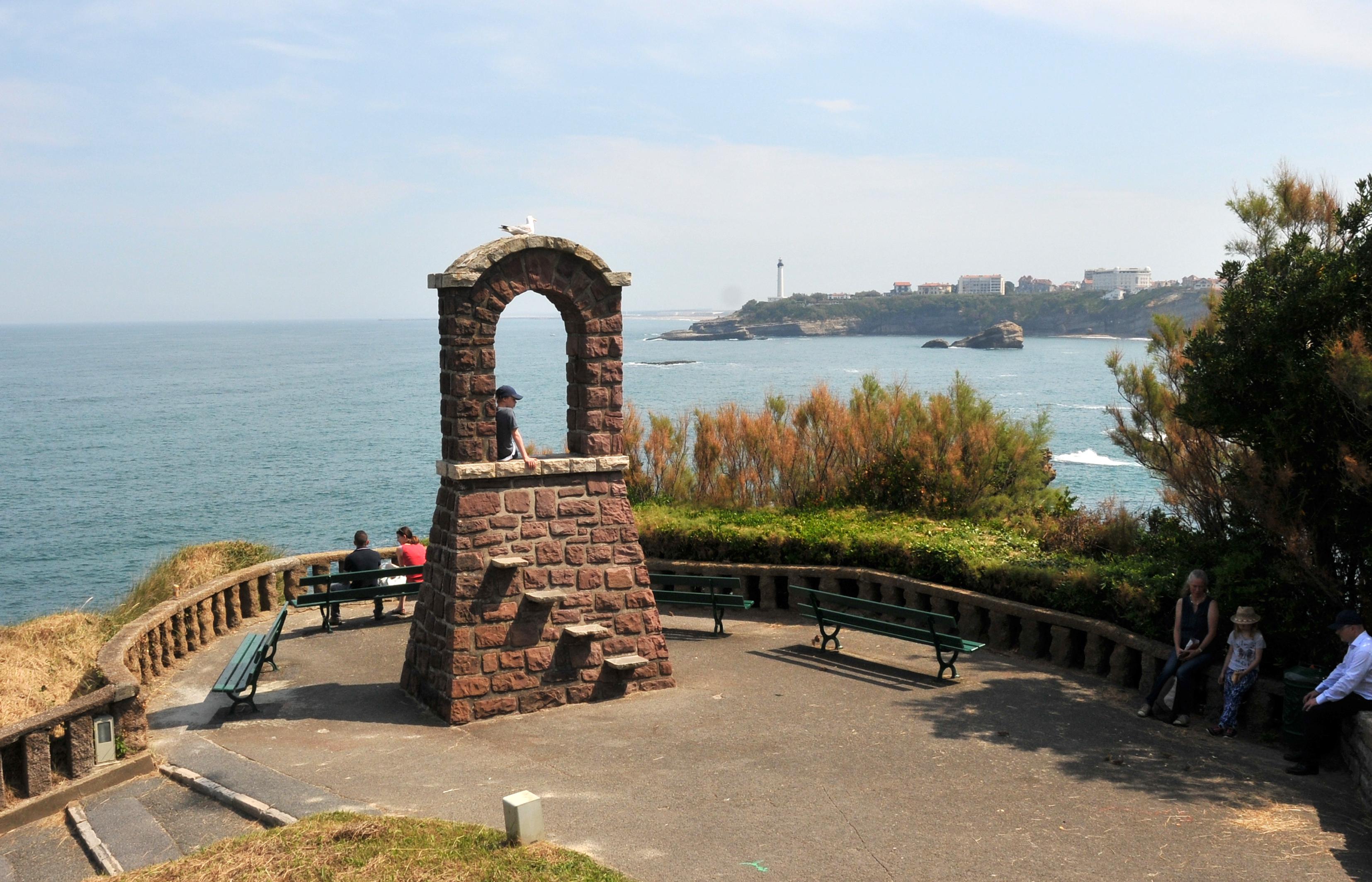 Avant Après #3 Côte Basque_ Biarritz La cloche d'alarme à l'Atalaye aujourd'hui