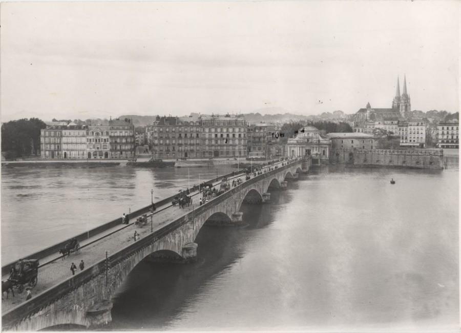 PH.64.5.1 Bayonne, le pont Saint-Esprit et la Porte de France Tirage photographique, vers 1900