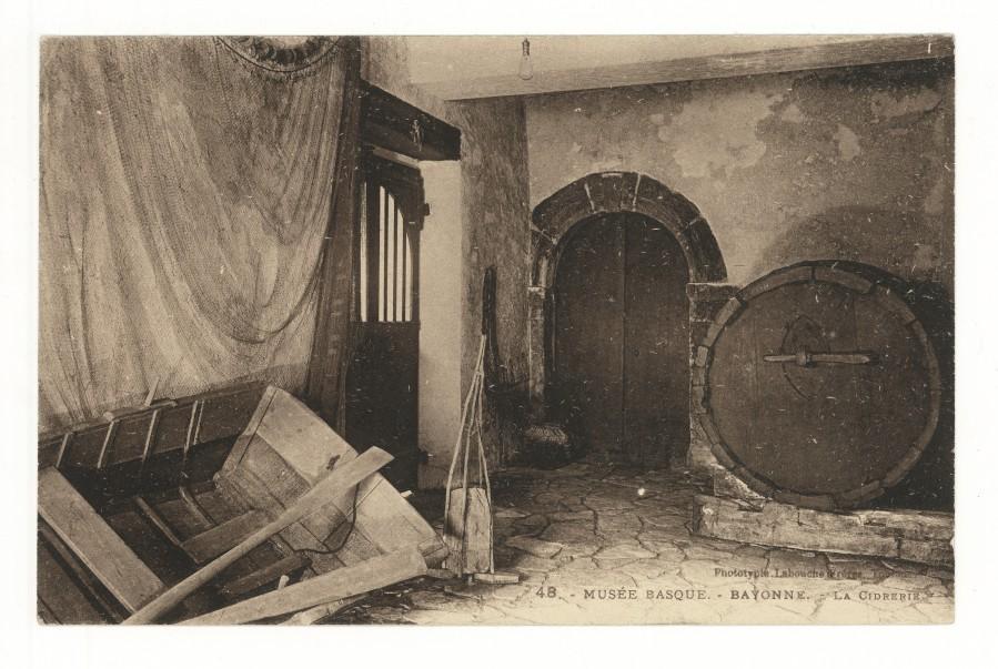Inv. n° CP.91.1.4, L'ancienne cidrerie du Musée Basque dans la première moitié du 20e siècle  Carte postale, phototypie Labrouche